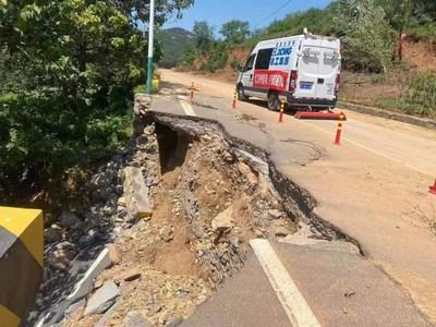 El vehículo de detección para carreteras XJC405 de XCMG está en uso durante los trabajos de reconstrucción tras las inundaciones de Henan en 2021. (PRNewsfoto/XCMG)
